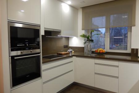 selolakovaná kuchyň + Technistone, Pardubice obr.279