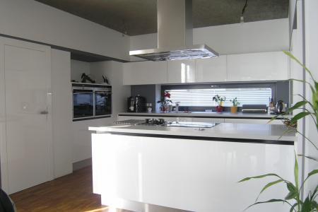 kuchyň celolakovaná bezúchytový systém, Pardubice obr.486